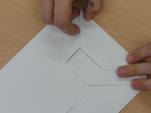 Projekttag 'Kinderarbeit' 2012 - 1 - entstehung einer papiertüte