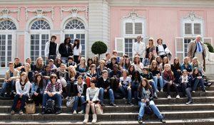 Gruppenfoto mit den französischen Schülerinnen und Schülern in Benrath